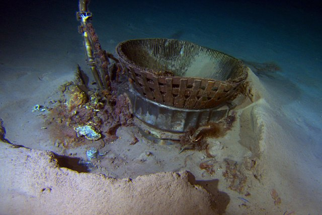 F-1 Thrust Chamber on ocean floor. Photo: Bezos Expeditions