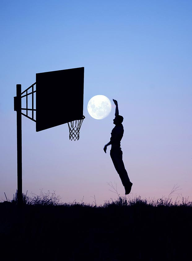 http://www.thesun.co.uk/sol/homepage/news/4565921/Photographers-silhouette-photos-with-Moon.html
